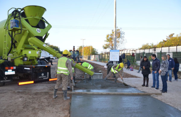 Barrio Güiraldes: Gustavo Martínez y autoridades de Vivienda recorrieron obras 1
