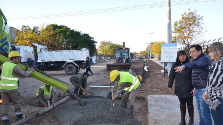 Barrio Güiraldes: Gustavo Martínez y autoridades de Vivienda recorrieron obras