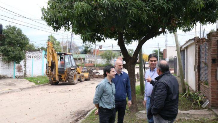 Capitanich recorrió las obras de pavimento que se ejecutan en Villa del Parque