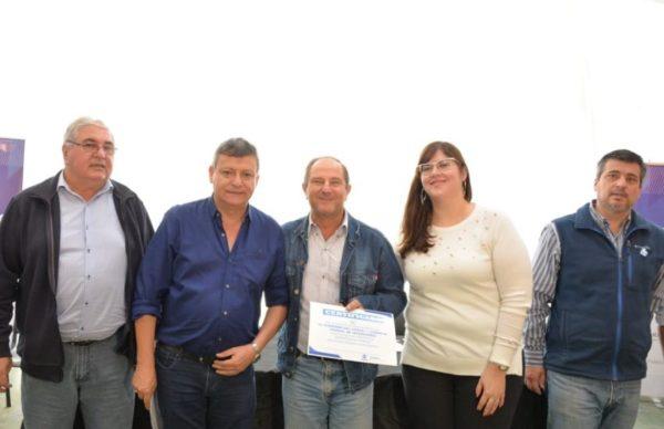 Entregaron certificación de créditos a emprendedores y micropymes afectadas por las lluvias