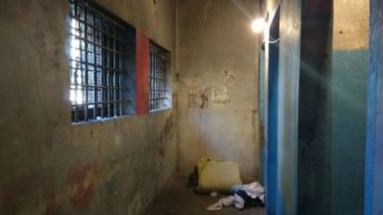 San Martín: un preso le sacó el arma a un policía, se pegó un tiro, pero está fuera de peligro