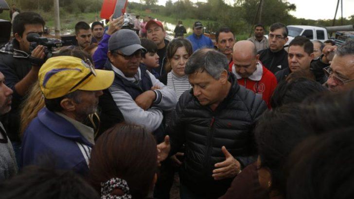Vedia: hay más de 100 familias evacuadas mientras reconstruyen las defensas