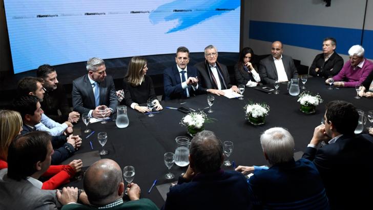 Con el acuerdo firmado, el PJ y Massa anunciaron una convocatoria a todos los partidos