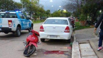 Perdió la vida al caer de su moto
