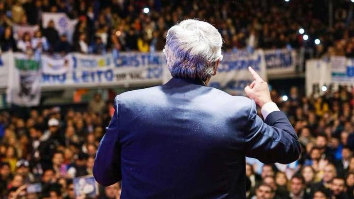"""Alberto Fernández criticó al Gobierno por """"no dar vacunas"""" y «complicar tratamientos de HIV»"""