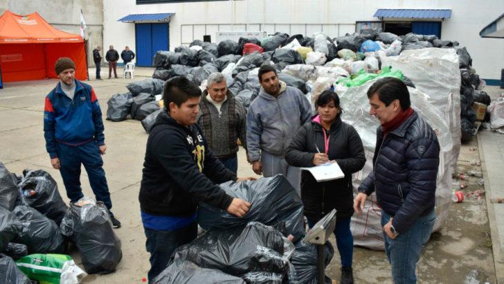 Se realizó una nueva jornada de reciclado solidario en el Club Central Norte