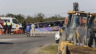 Tragedia en Tucumán: quince muertos y 44 heridos por el vuelco de un ómnibus 2
