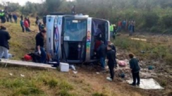 Tragedia en Tucumán: quince muertos y 44 heridos por el vuelco de un ómnibus