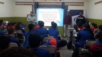 Centro Mujer Bettina Vásquez: brindaron charla sobre grooming en el colegio «José Manuel Estrada»