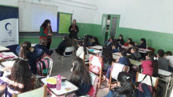 El Centro Mujer gestionó charlas en la escuela 518 sobre el cuidado del cuerpo