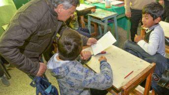 General Pinedo: Peppo supervisó obras de refacción en una escuela y dialogó con alumnos
