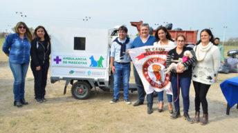 Gustavo Martínez entregó un motocarga a asociaciones protectoras de animales y elementos deportivos a clubes barriales