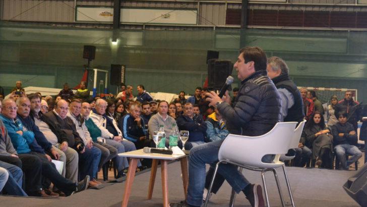 Gustavo Martínez pidió el acompañamiento de referentes deportivos