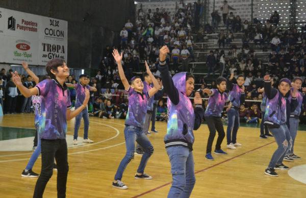 Gustavo Martínez organizó junto a Educación la presentación de banderas de mil alumnos de escuelas primarias 1