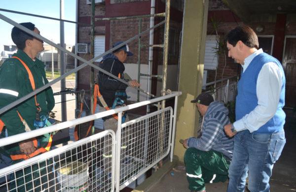 Gustavo Martínez verificó trabajos de Equipo Hábitat en obras en el barrio Cosecha