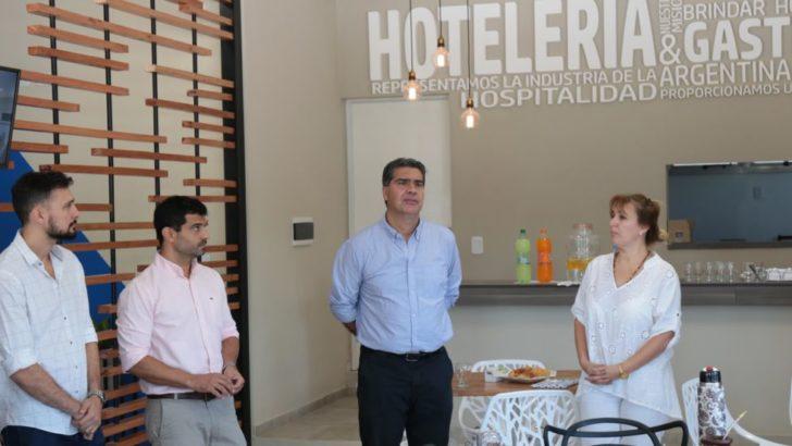Capitanich recorrió el espacio buffet de la Asociación de Hoteles
