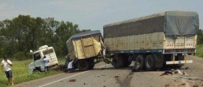 """Choque frontal entre una """"trafic"""" y un camión: un hombre perdió la vida 1"""