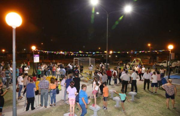 Junto a los vecinos, Capitanich inauguró la plazoleta René Favaloro en el barrio 130 Viviendas 1