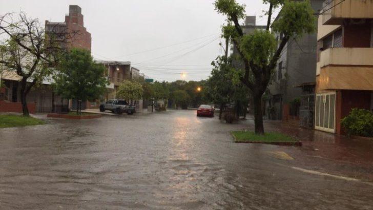 Amanecer de lluvia, tormenta y anegamientos