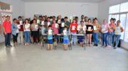 El Municipio entregó libros de autores indígenas en el Barrio Chelliyi