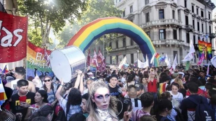 Multitudinaria Marcha del Orgullo en reclamo de más derechos