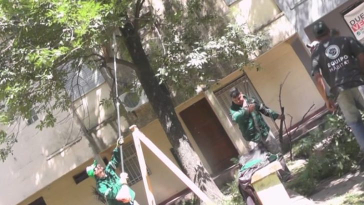 Repararon juegos infantiles y limpian una plazoleta del San Cayetano