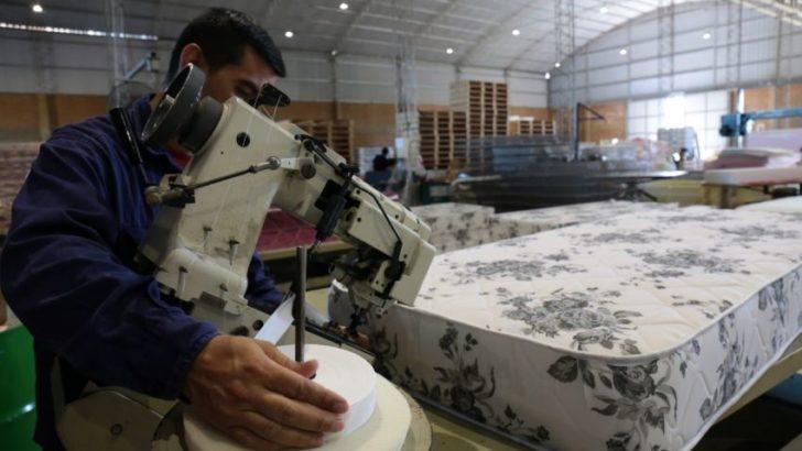 Una fábrica de colchones presentó al Gobierno su plan de crecimiento industrial y productivo