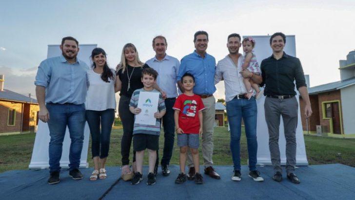 Capitanich entregó viviendas en Selvas del Río de Oro y La Escondida