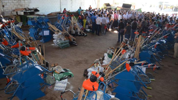 """Se puso en marcha el programa """"Resistencia+limpieza, hábitat y ambiente"""" y entregaron equipamiento a trabajadores"""