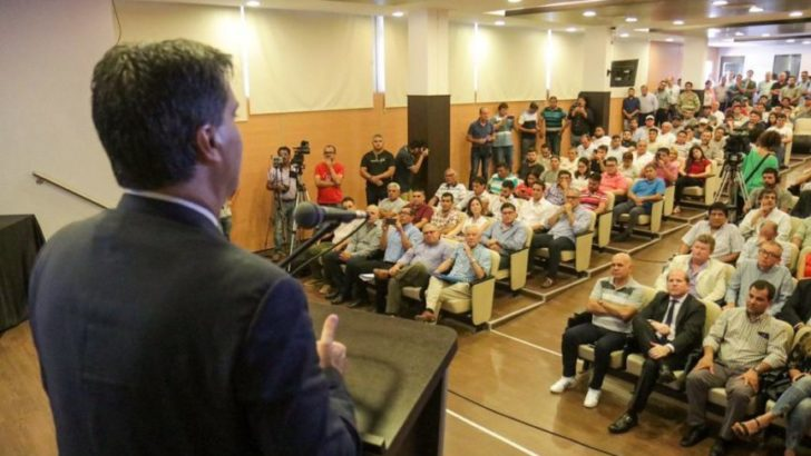Anuncian una inversión de seis mil millones de pesos para obras viales