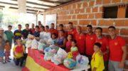 De cara al clásico, el plantel de Sarmiento llevó donaciones al merendero y comedor Maranatah