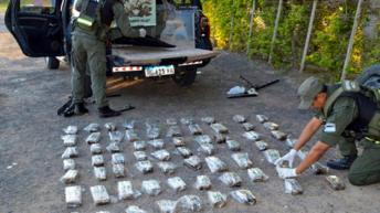 Hallan 77 kilos de marihuana ocultos en la carrocería de dos vehículos
