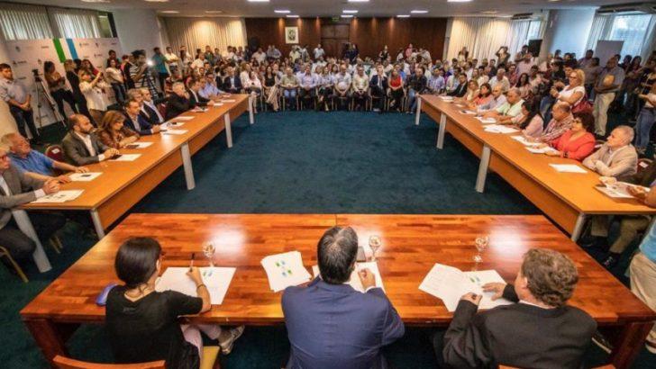 """Se firmó el Compromiso """"para el crecimiento económico y la inclusión social"""","""
