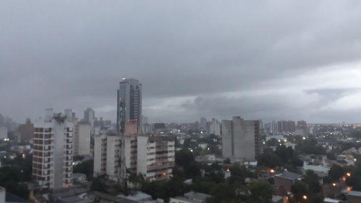 Una copiosa lluvia cae sobre Resistencia y alrededores