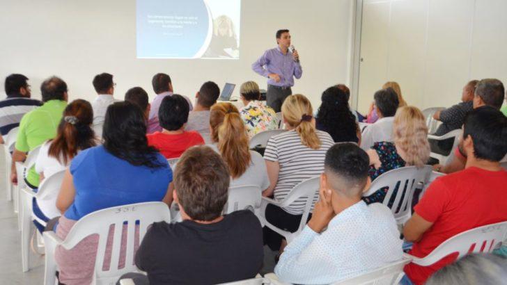 Buscan fortalecer el vínculo entre trabajadores, con capacitaciones para los empleados municipales