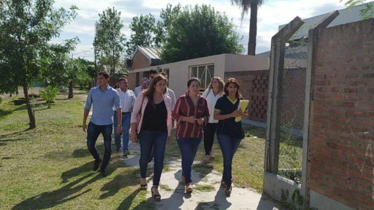 Educación y trabajadores de la economía popular refaccionan escuelas para garantizar el inicio de clases