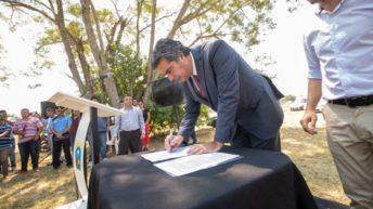 Plaza: convenio de cooperación entre el Municipio e Iifa y entregan equipamiento a la policía