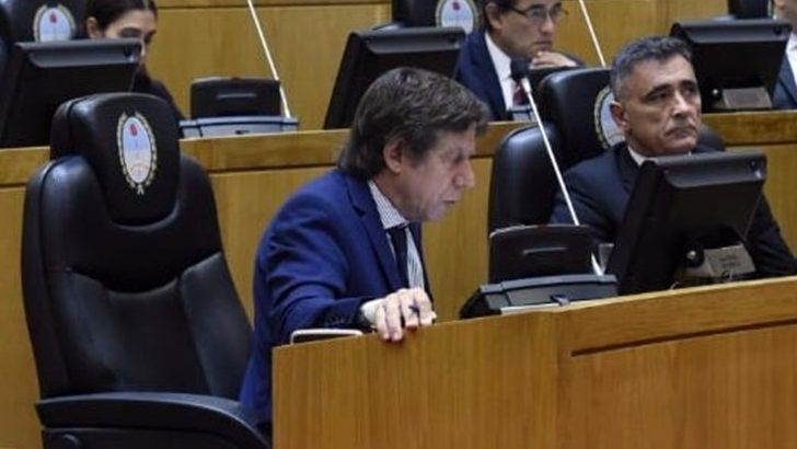 Tucumán: 49 legisladores aislados tras compartir el recinto con Bussi