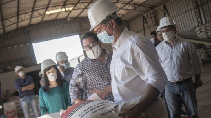 """Capitanich visitó la planta de Golden Brand: «queremos más producción, exportaciones y empleos de calidad"""""""