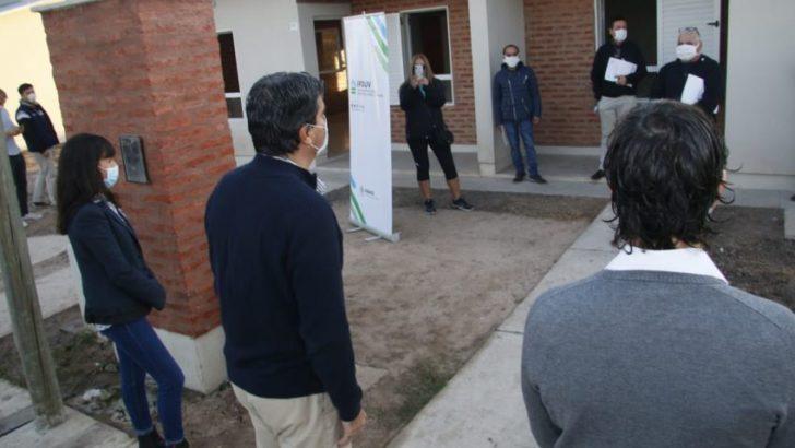 Capitanich entregó 9 viviendas y destacó la reactivación de obras en la provincia