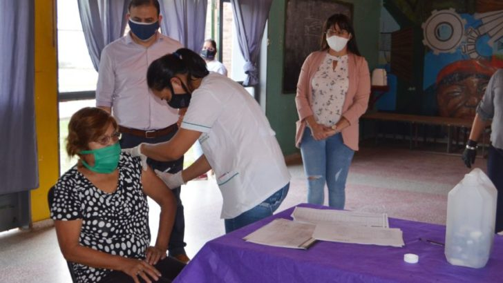El programa Mayores Acompañados estuvo en el barrio Güiraldes de la ciudad de Resistencia
