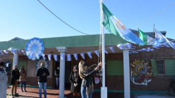 Centros comunitarios de La Liguria y las 244 Viviendas recibieron la Bandera de la ciudad de Resistencia