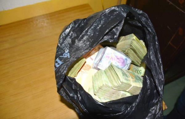 Gendarmería decomisó 2.180.000 pesos y 9.000 dólares 1