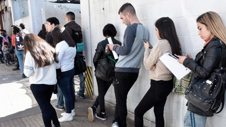 Un sondeo advierte que el desempleo en Argentina superaría el 15%