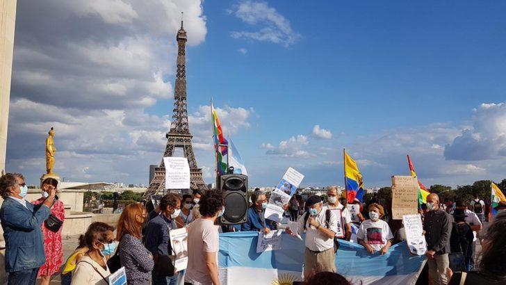 En París, argentinos residentes en Francia repudiaron su presencia