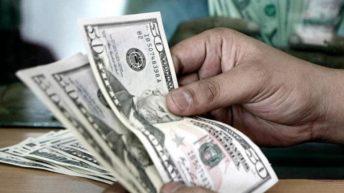 Los bancos comenzaron a vender dólares mientras el Gobierno trabaja sobre la oferta de divisas