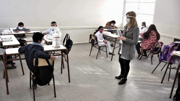 Covid 19: vacunarán a docentes en febrero para que las clases se inicien «con mayor presencialidad»