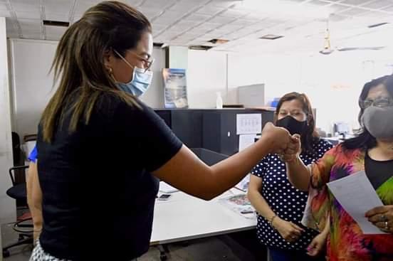 Barranqueras: Magda Ayala entregó presentes a las madres que conforman la familia municipal 1