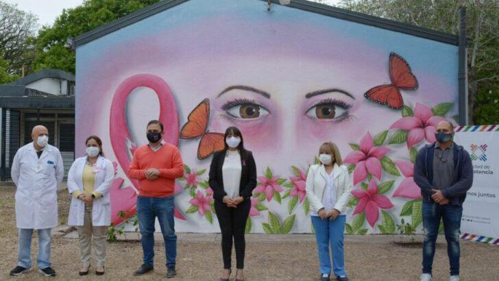 Lucha contra el cáncer de mama: el Municipio de Resistencia inauguró un mural en el hospital Perrando