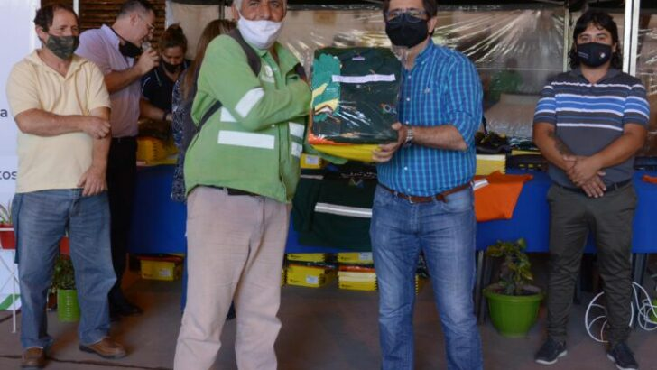 Resistencia: Gustavo Martínez continúa con la entrega de indumentaria para el personal municipal de servicios